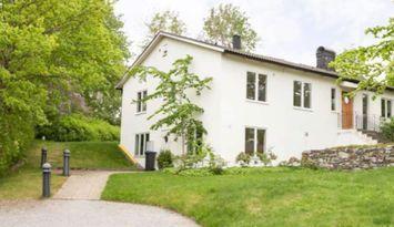 Härlig villa med 4 sovrum nära havet och Sthlm