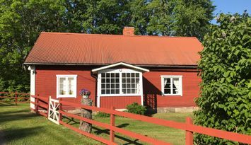 Welcome to the old tied cottage at Sörby Farm