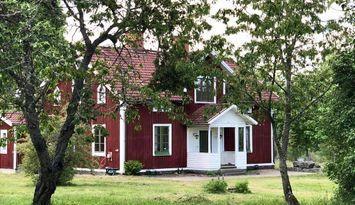 Vacker avstyckad gård utan grannar
