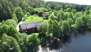 Rum utanför Eksjö vid sjö nära Skurugata