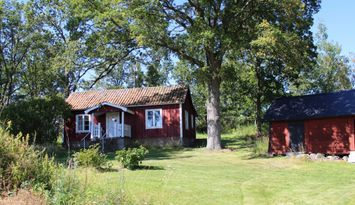 Spend your holiday in cottages by the lake Mälaren