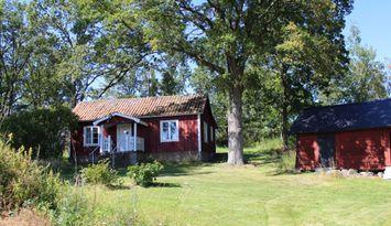 Charmiga hus på landet med vidsträckt utsikt
