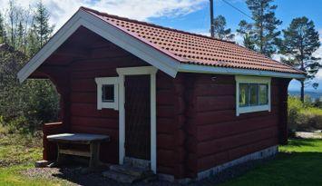 Idyllisk liten stuga med storslagen utsikt