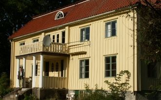 Large Manorhouse 400 meters from lake Bolmen