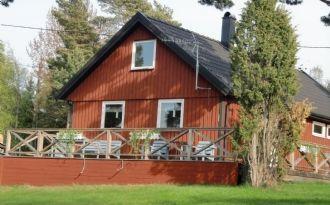 Röd stuga 60 kvm mitt på Utö