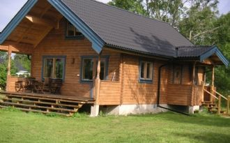 Modern log cabin in Byxelkrok