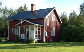 Sommartorp vid vacker insjö i Holmträsk