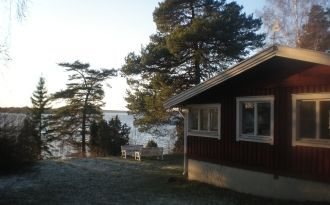 Haus auf der Insel Singö mit Meeresgrundstück