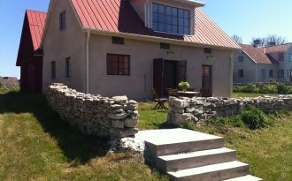 Fårö limestone house in courtyard environment