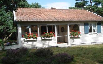Cosy cottage near Kämpinge beach in Höllviken