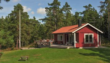 Charmig sommarstuga med vacker stor naturtomt
