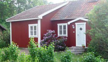 Charmigt hus på Adelsö nära Stockholm uthyres