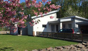 207m2 modern villa nära havet! Spabad