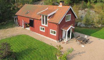 Mysig stuga nära Gullmarsfjorden