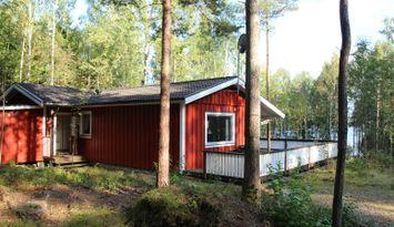 Stuga 100 meter från Kalvsjön