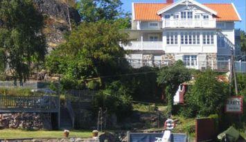 Grosszügiges Sommerhaus am Meer in Dalarö