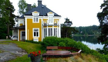 EXCLUSIVE WATERFRONT VILLA 40 MIN FROM STOCKHOLM