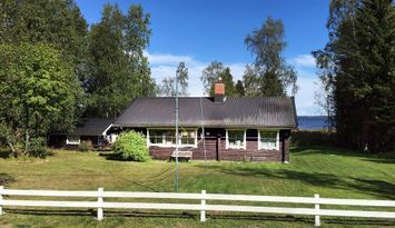Stuga vid havet i Alhamn