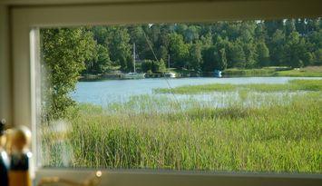 25 Meter bis Ostsee. Boot mit 4 PS  + Kanu. WLAN.