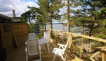 Sjönära Timmerstuga 30m från havet