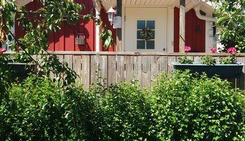 Guest house in Tjuvkil, west coast, near the sea.