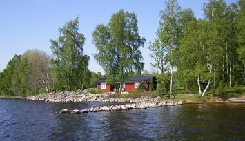 Rent a cottage 10 metres from lake own beach