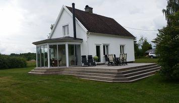 Fritidsvilla med enastående läge vid sjö Åsnen