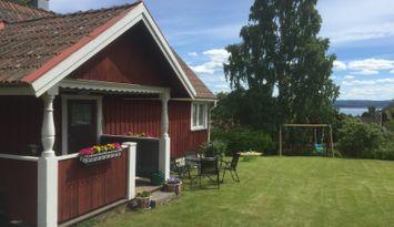 Stuga i Vikarbyn med utsikt över Siljan