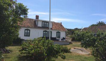 Charmig villa på Hamburgö, 150 m till havet
