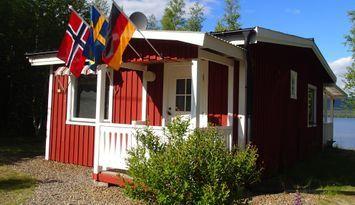 Gemütliche Hütte mit See in den Frostviken