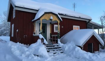 Stuga centralt i Lofsdalens by