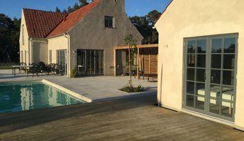 Själsö på Gotland med pool och havsutsikt