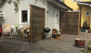 Charmigt gårdshus i centrala Falkenberg