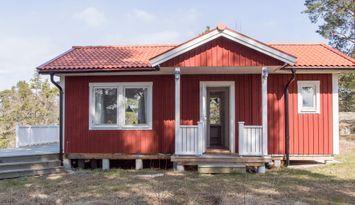 Stuga på Brottö/Ingmarsö. Waxholmsbåt