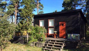 Somrig gäststuga i Stenkumla nära Visby