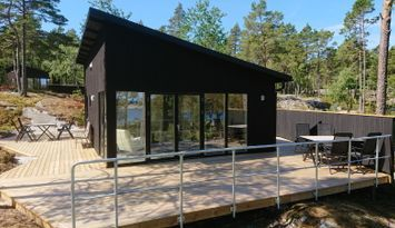 Kvarnsand's beach lodges in Grisslehamn
