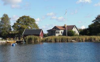 Hus på ö i Karlshamns skärgård