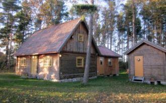 Trivsam stuga mitt på norra Gotland