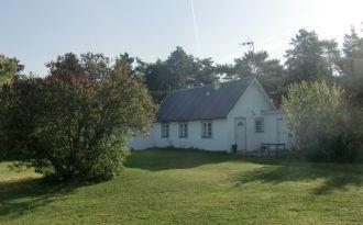 fräscht litet stenhus i gotländsk landsbygd