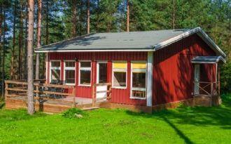 Cabin at the lake Narven