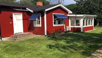 Cottage by golf course and bathing area, Trummenäs