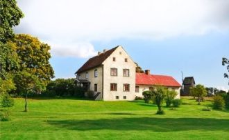 Gorgeous 1700s Farm house on 15 beautiful acres