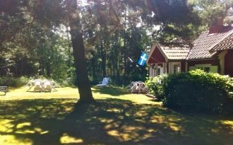 Cosy red cottage by the sea, 10 min from Bastad