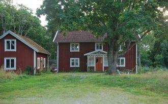 Äldre mangårdsbyggnad vid sjön Åsnen