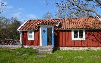Mysig & nyrenoverad stuga med egen uteplats