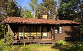 Cottage in undisturbed surroundings.