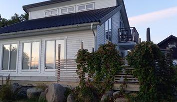 Modernt hus mitt i Blekinge med närhet till havet