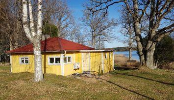 Sjönära stuga söder om Jönköping
