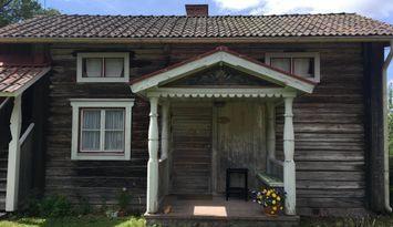 Modernt boende i timmerstuga från 1800-talet