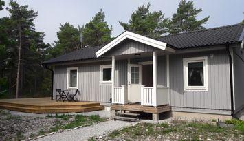 Nybyggt hus nära Fårö Kyrka